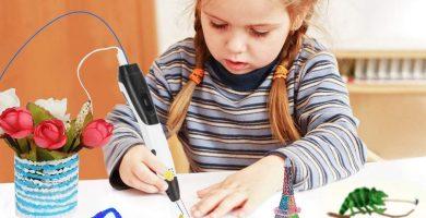 niña utilizando un boligrafo 3d para niños